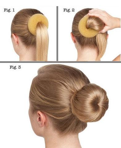 Как сделать бублик на голове с помощью специальной резинки 956