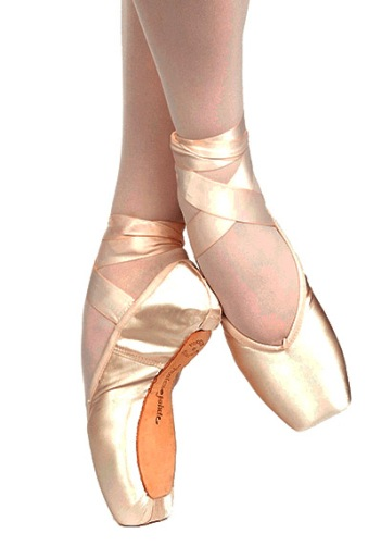 36//W4//V2//S Model Brava with Drawstring Russian Pointe Shoes